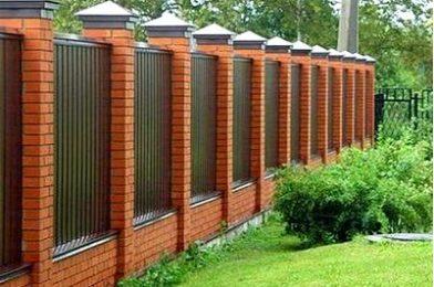 Как подобрать забор для приватного дома